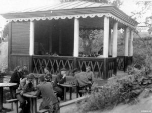 Читальный зал в парке Фрунзе
