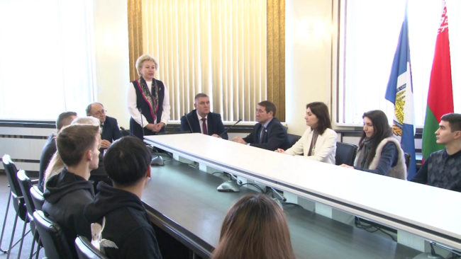 ministr truda 650x366 - Ирина Костевич побывала в Новополоцке (видео)