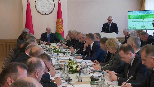 soveshhanie prezidenta v vitebske 650x366 - Президент провёл в Витебске совещание по развитию АПК области (видео)