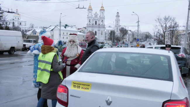 akcija gai 650x366 - Витебская ГАИ поздравила водителей с Новым годом (видео)