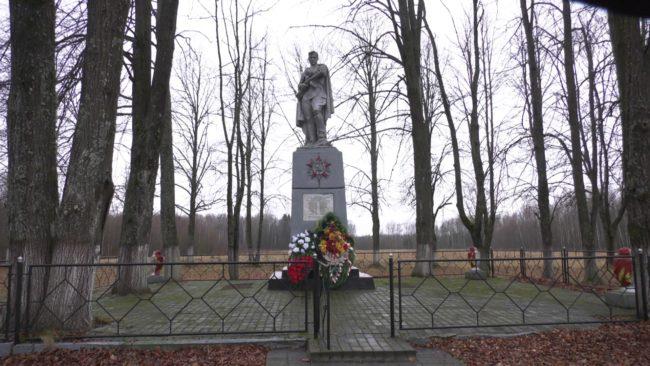 kupovat 650x366 - В Сенненском районе начали обновлять мемориал «Куповать» (видео)