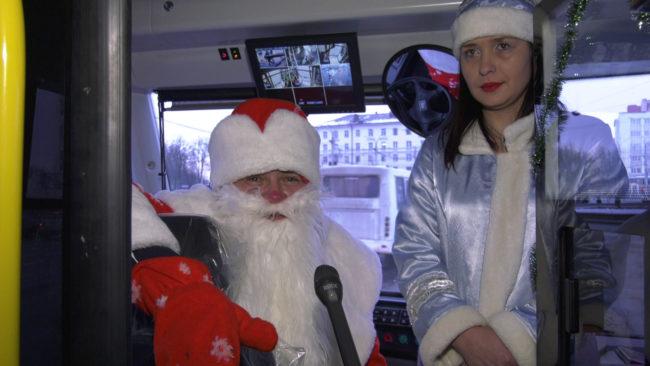 novogodnij trollejbus 1 650x366 - Уникальный троллейбус выехал на улицы Витебска (видео)