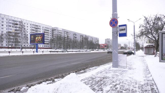 stojanka zapreshhena 650x366 - В Витебске запретили стоянку автомобилей на проспекте Победы возле ВГУ (видео)