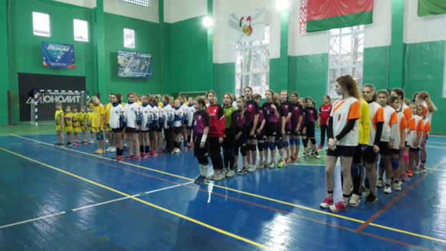 gandbol 650x366 - Первый турнир по гандболу среди девочек прошёл в Витебске (видео)