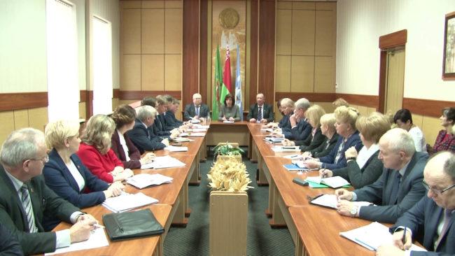 kochanova 650x366 - Наталья Кочанова встретилась с депутатами в Полоцке (видео)