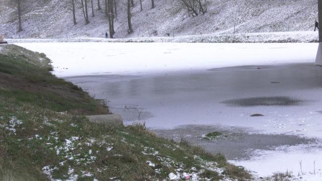 rybaki 650x366 - Из-за трагедий в Верхнедвинском районе запретили выходить на лодках на Освейское озеро (видео)