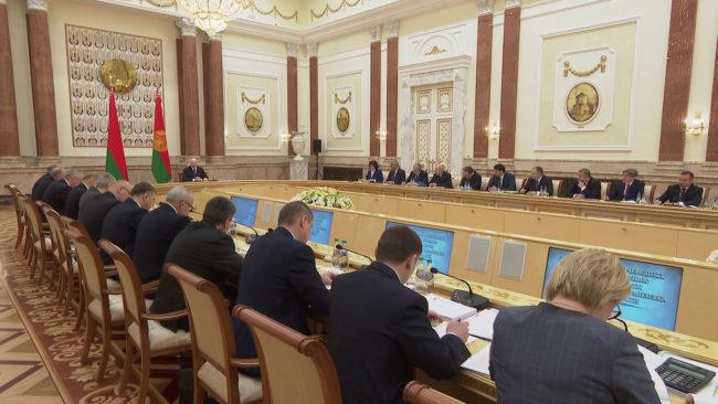 soveshhenie lukashenko 650x366 - Будущее АПК Витебской области обсудили на совещании у Президента (видео)