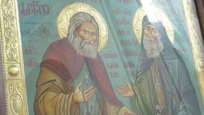 ikony 650x366 - Иконы преподобных Серафима Саровского и Гавриила Самтаврийского в Витебске (видео)