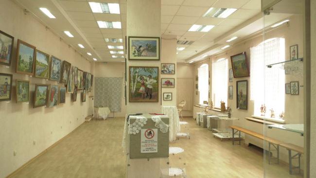 vystavka 650x366 - Юбилейная выставка Софьи Шлыковой в Витебске (видео)