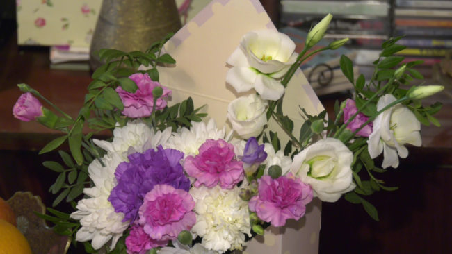 cvety jubilej 650x366 - Витебская писательница Маина Боборико отметила 90-летие (видео)