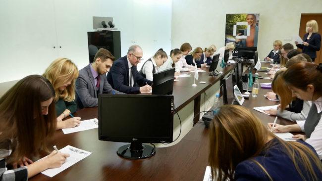 diktant 650x366 - В Витебске чиновники писали диктанты накануне Дня Конституции (видео)