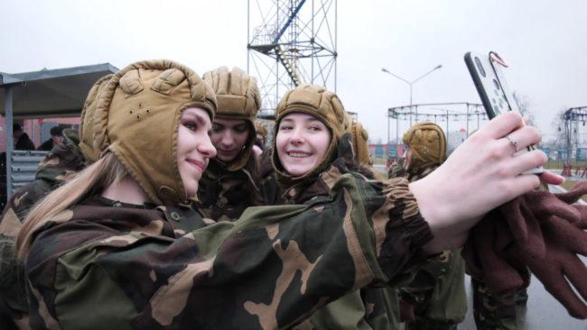 korolevy 650x366 - Витебских красавиц на один день забрали в армию (видео)