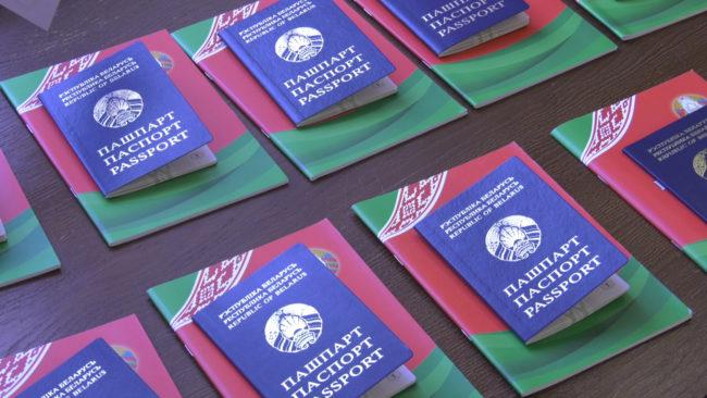 pasporta 650x366 - Николай Шерстнёв вручил паспорта школьникам и ответил на их вопросы (видео)