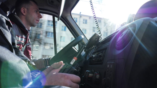 propustite skoruju 650x366 - Скорая помощь на улицах Витебска. Как реагируют водители? (видео)