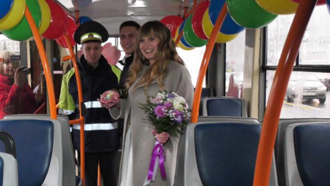 trollejbus 650x366 - Праздничный троллейбус на улицах Витебска (видео)