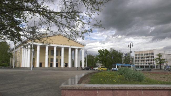 teatr onlajn 650x365 - Коласовский театр показывает спектакли онлайн и в эфире ТРК «Витебск» (видео)