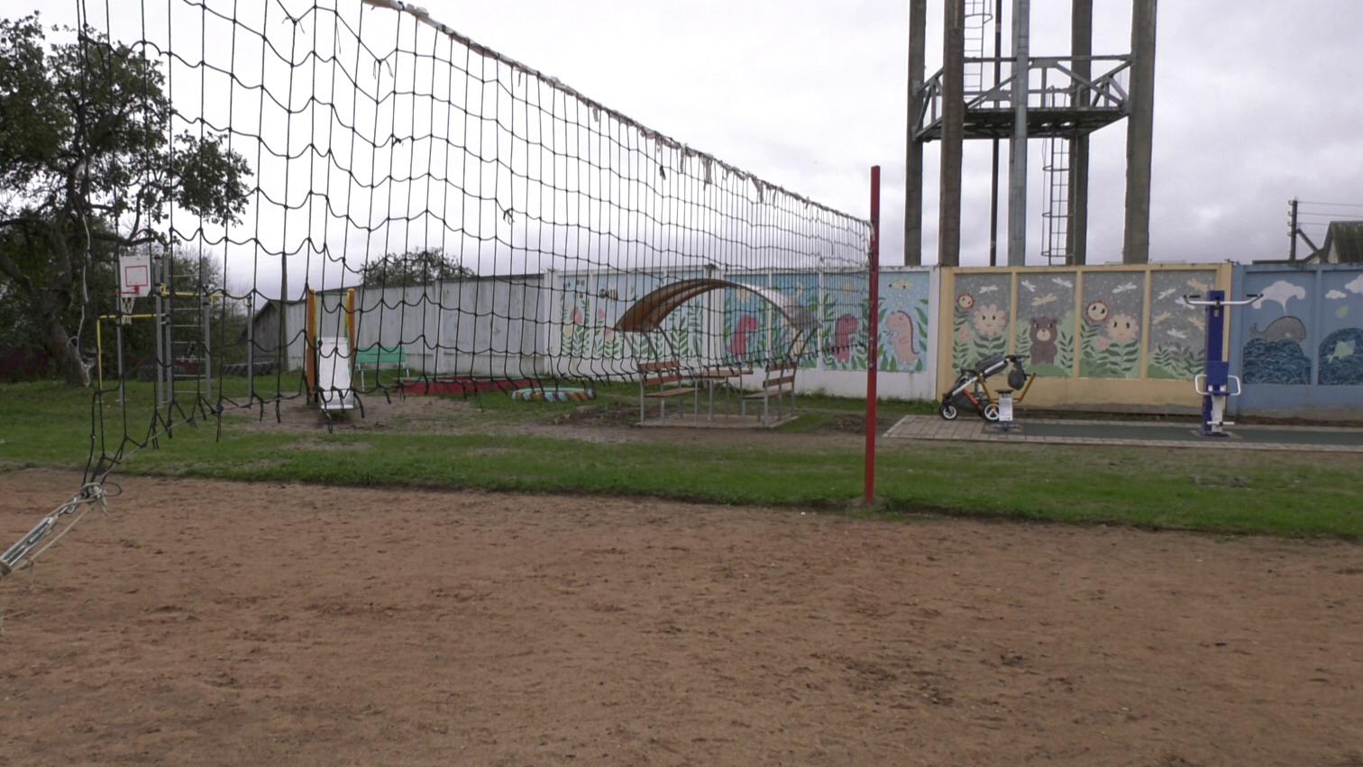 ploshhadka     - В Ольгово местные жители обустраивают спортплощадку (видео)