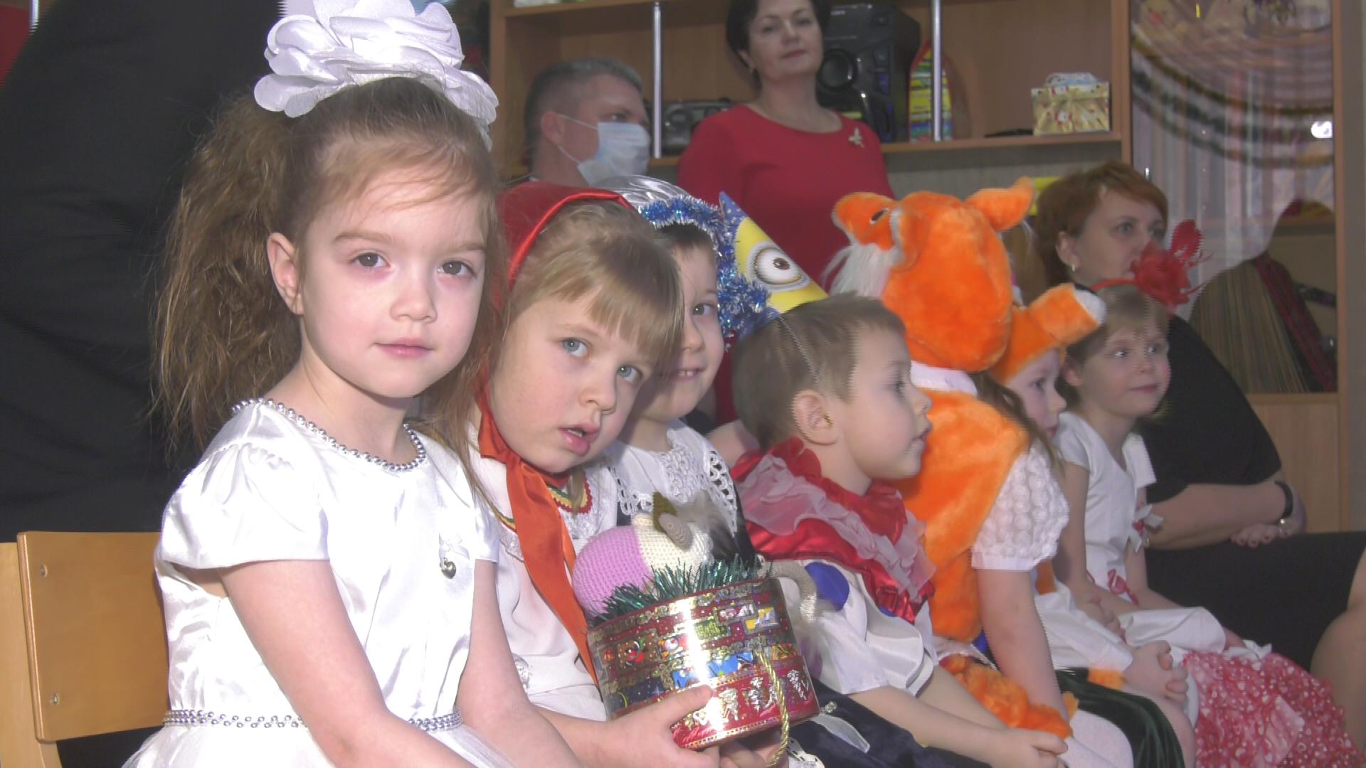 det dom - Линевич и Зарянкин поздравили воспитанников детского дома с Новым годом (видео)