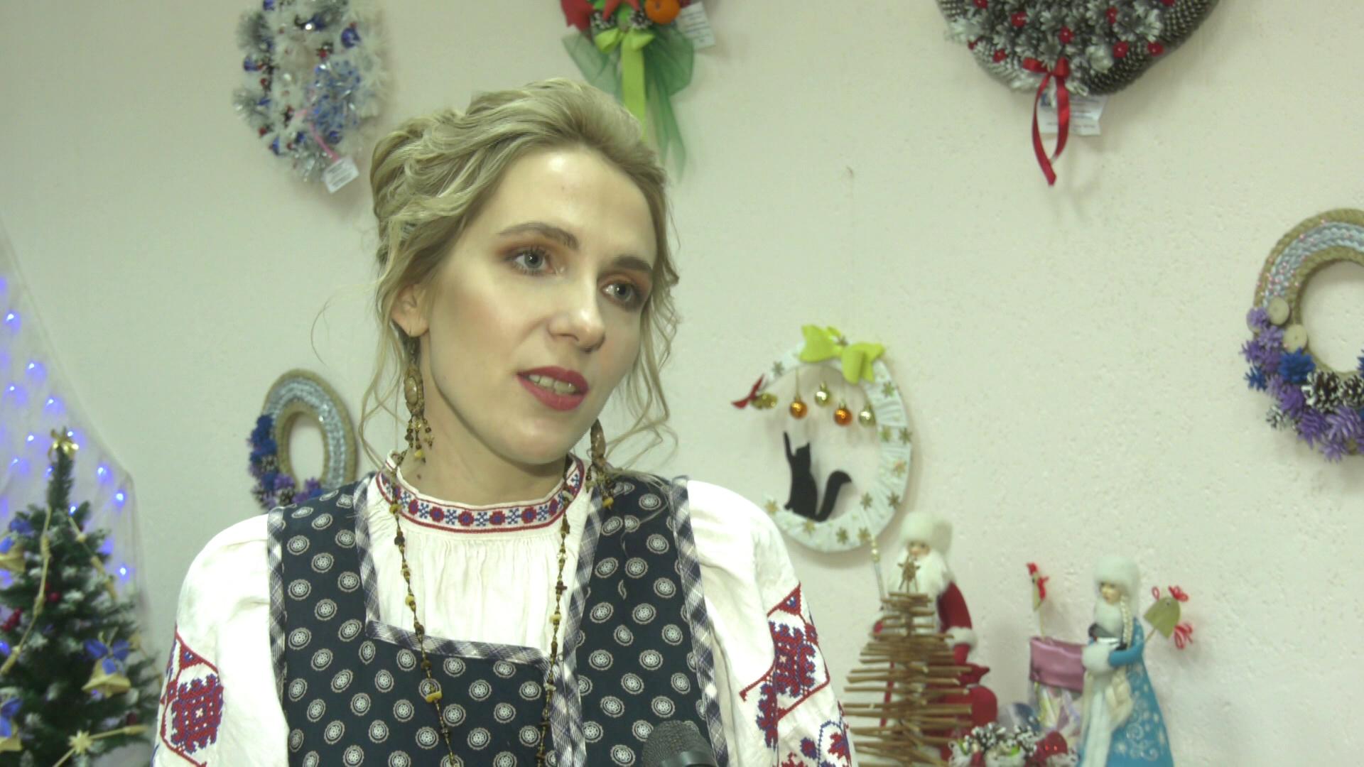 vytinanka - Выставка Анны Перлиной «Сонца праз фіранку» (видео)