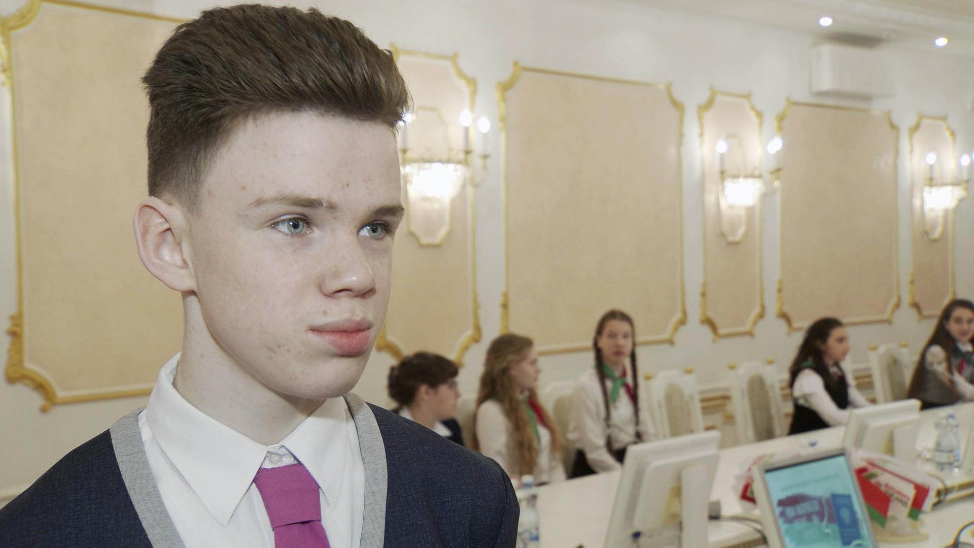 pasporta ot gubernatora - Шерстнёв вручил паспорта талантливым школьникам (видео)