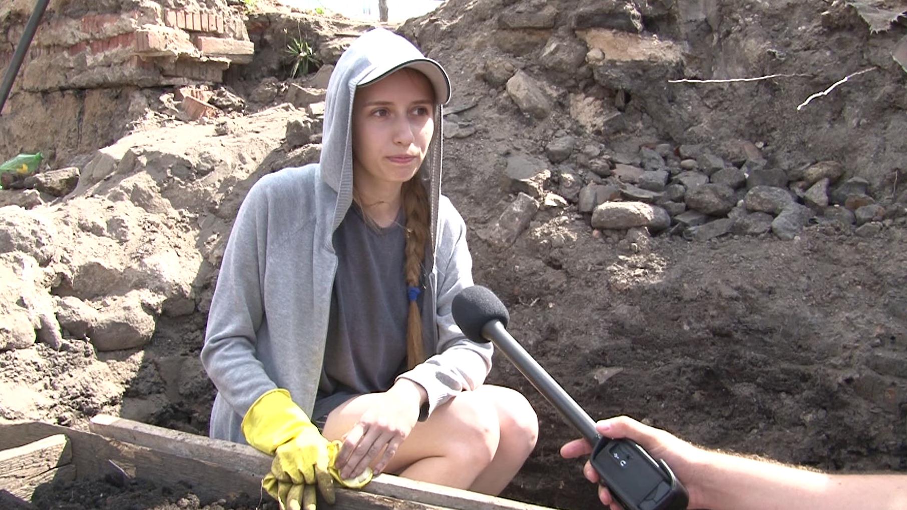 raskopki - Студенты ПГУ участвуют в раскопках Верхнего замка в Полоцке (видео)