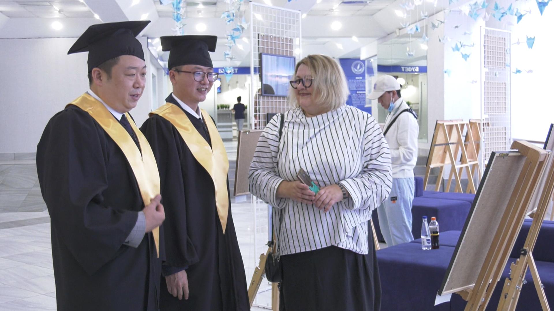 kitaj - Белорусы учат китайцев на английском (видео)
