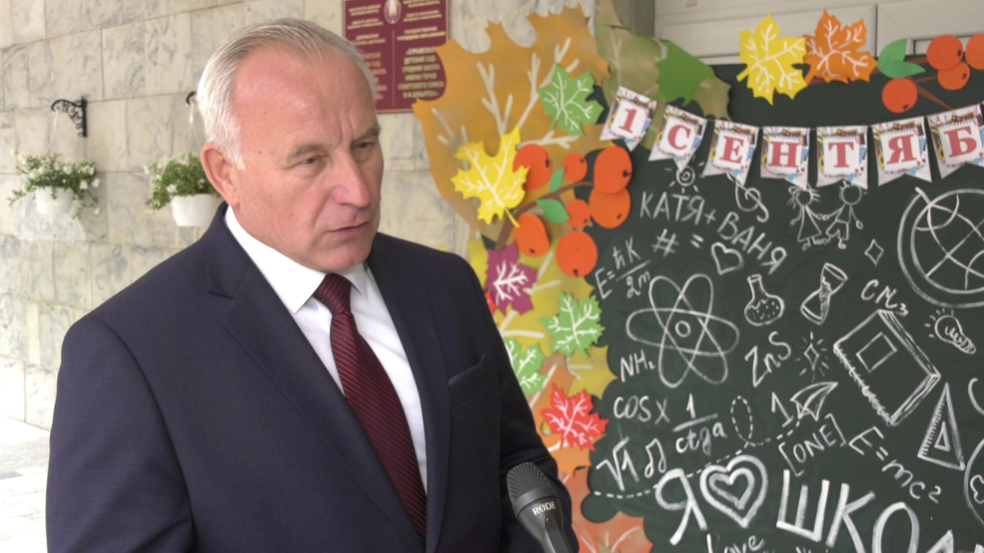 gubernator v shkole - Сегодня новый учебный год начался для почти 115 тысяч школьников области (видео)